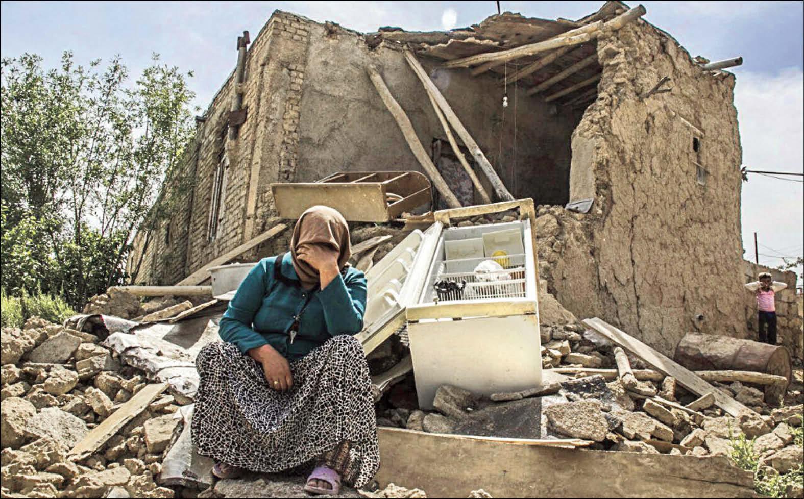 اولویت اول اردوهای جهادی 96 کمک رسانی به مناطق زلزله زده است