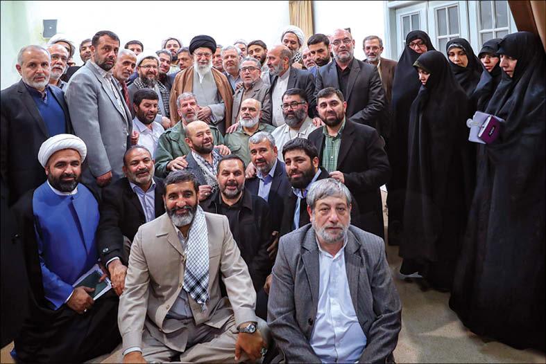 تصویر دیدار 30 آبان 98 راویان دفاع مقدس با رهبر انقلاب